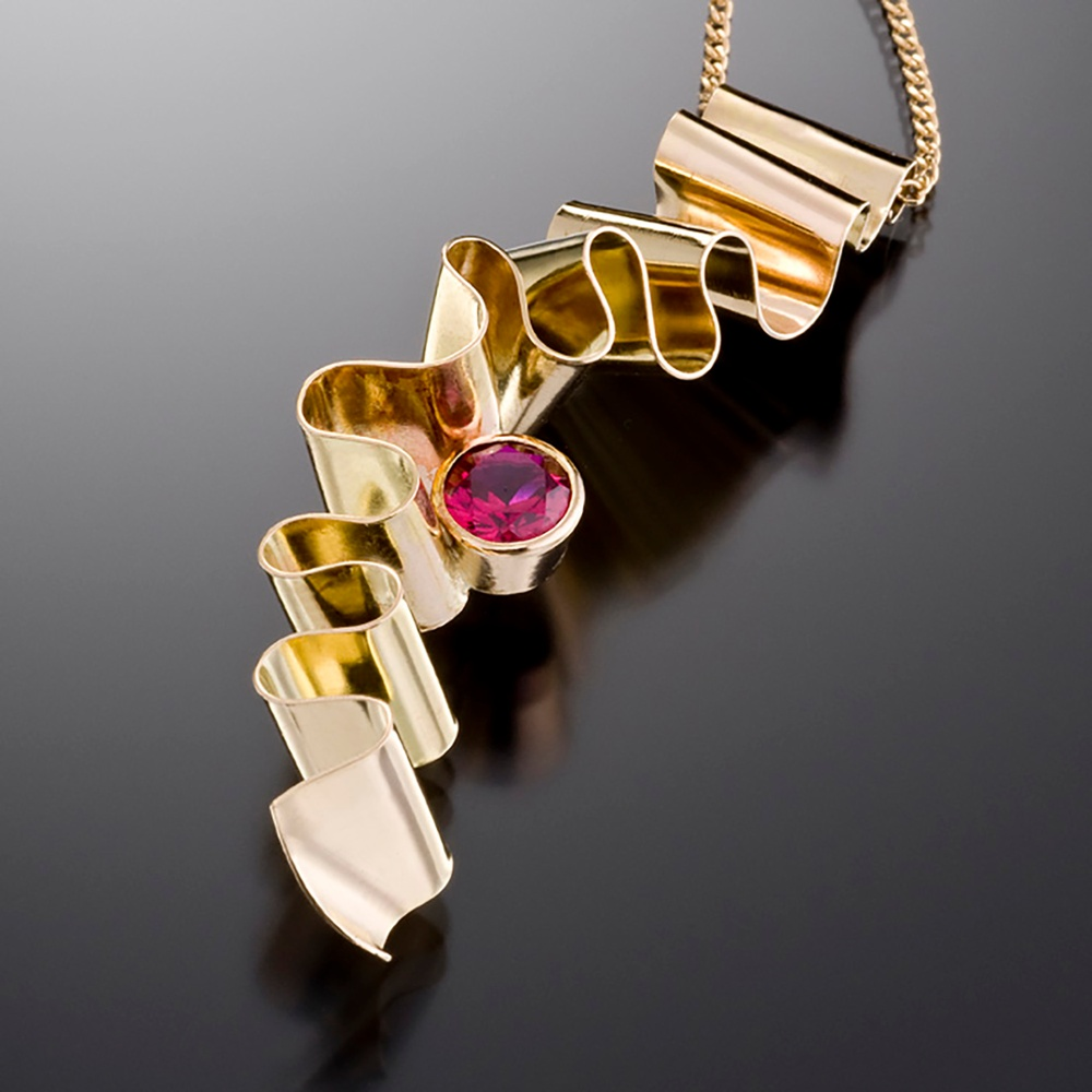 18K Gold Ribbon Candy Pendant with Ruby